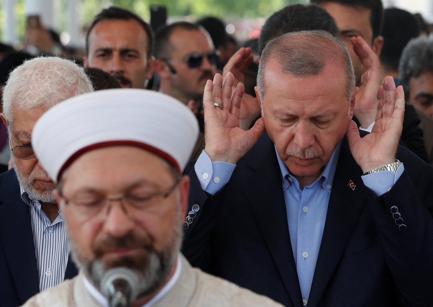 أردوغان يصلى صلاة الغائب على وفاة مرسي