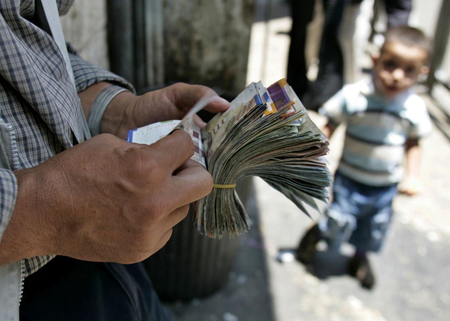 رئيس سلطة النقد الفلسطينية: الوضع المالي الفلسطيني على شفا الانهيار
