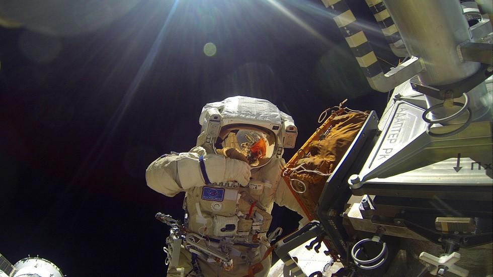 هل تشهد الإنسانية ولادة أول طفل في الفضاء؟!