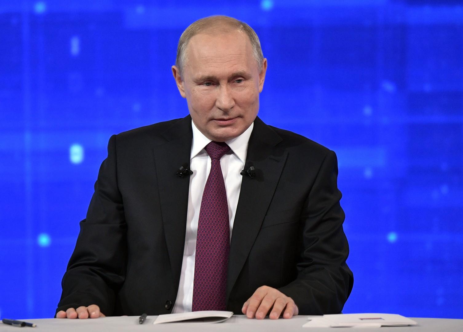 بوتين: مكافحة الفقر وزيادة دخل المواطن أولوية عمل الحكومة