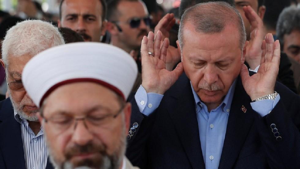 رئيس حزب الغد المصري: أردوغان قدم نفسه كإخواني وليس كرئيس جمهورية