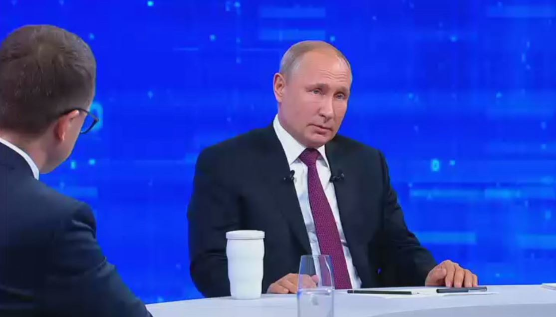 الرئيس الروسي، فلاديمير بوتين، خلال الخط المباشر الـ17 مع المواطنين (20 يونيو 2019)