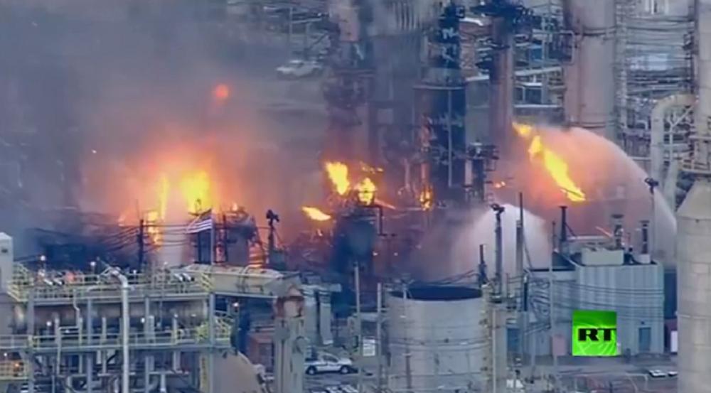 حريق ضخم في مصفاة أمريكية عمرها 150 عاما