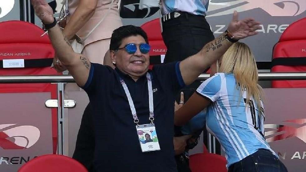 مارادونا ينفي شائعات إصابته بالزهايمر (فيديو)