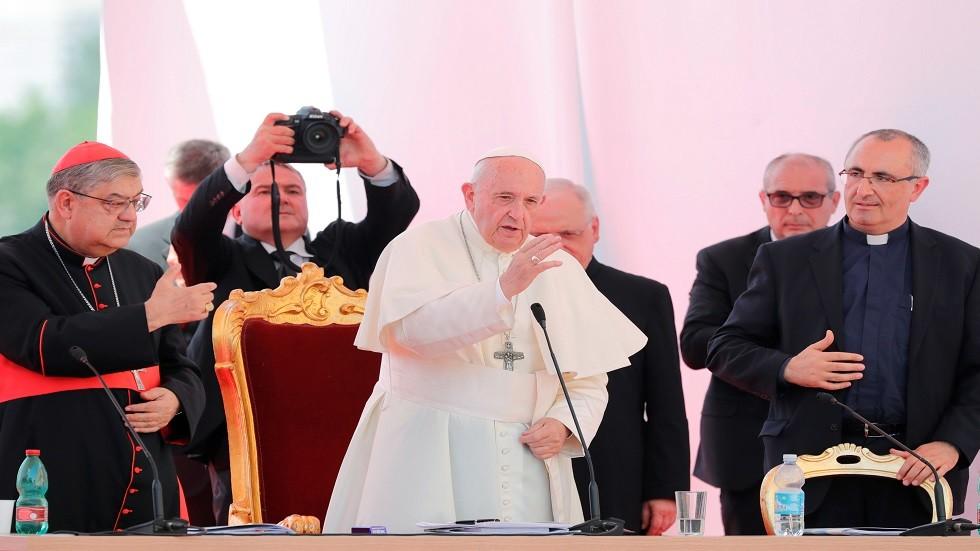 البابا فرانسيس في زيارته لنابولي