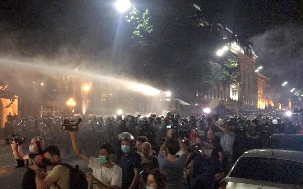 جورجيا.. اعتقال 120 شخصا على خلفية الاحتجاجات في تبليسي