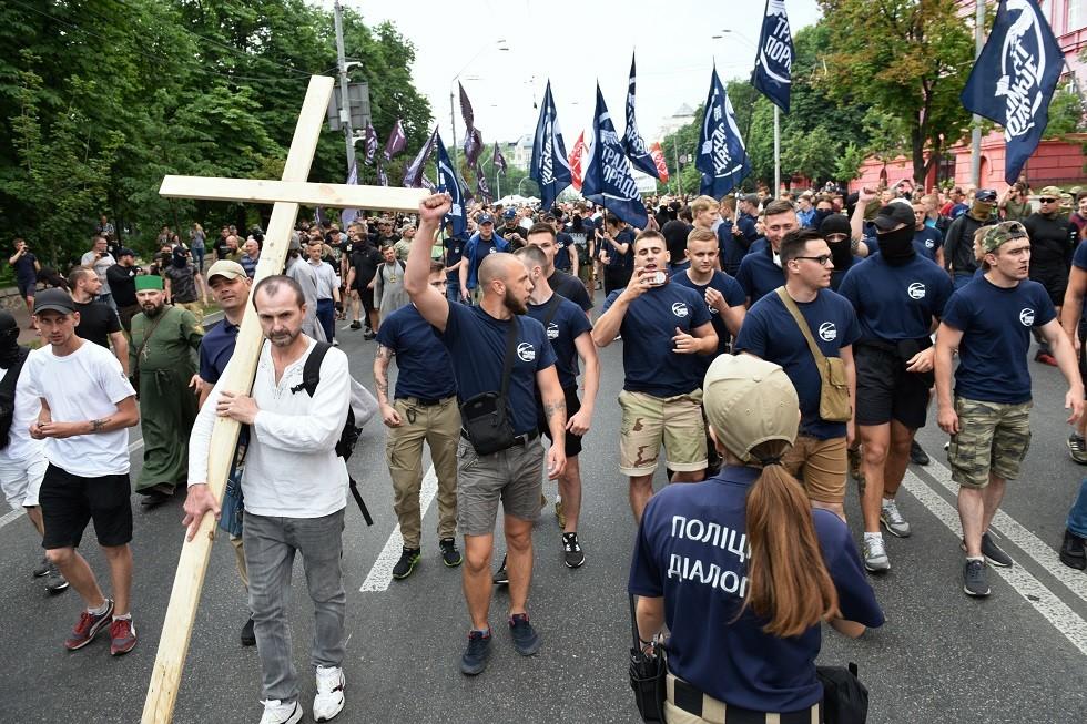 المشاركون في الاحتجاج ضد موكب المثليين في كييف