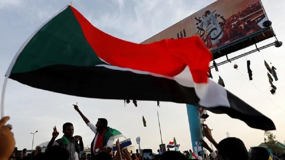 القضاء السوداني يوعز للمجلس العسكري بإعادة خدمة الإنترنت
