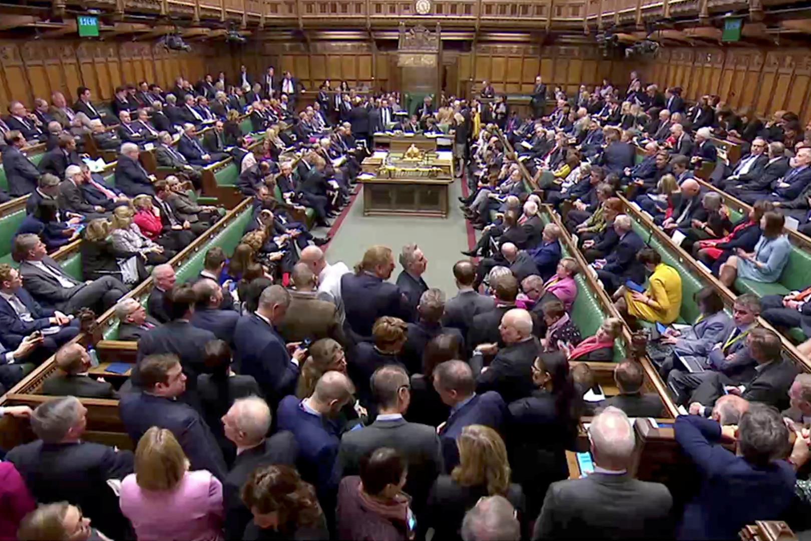 إخلاء البرلمان البريطاني بعد إنذار باندلاع حريق