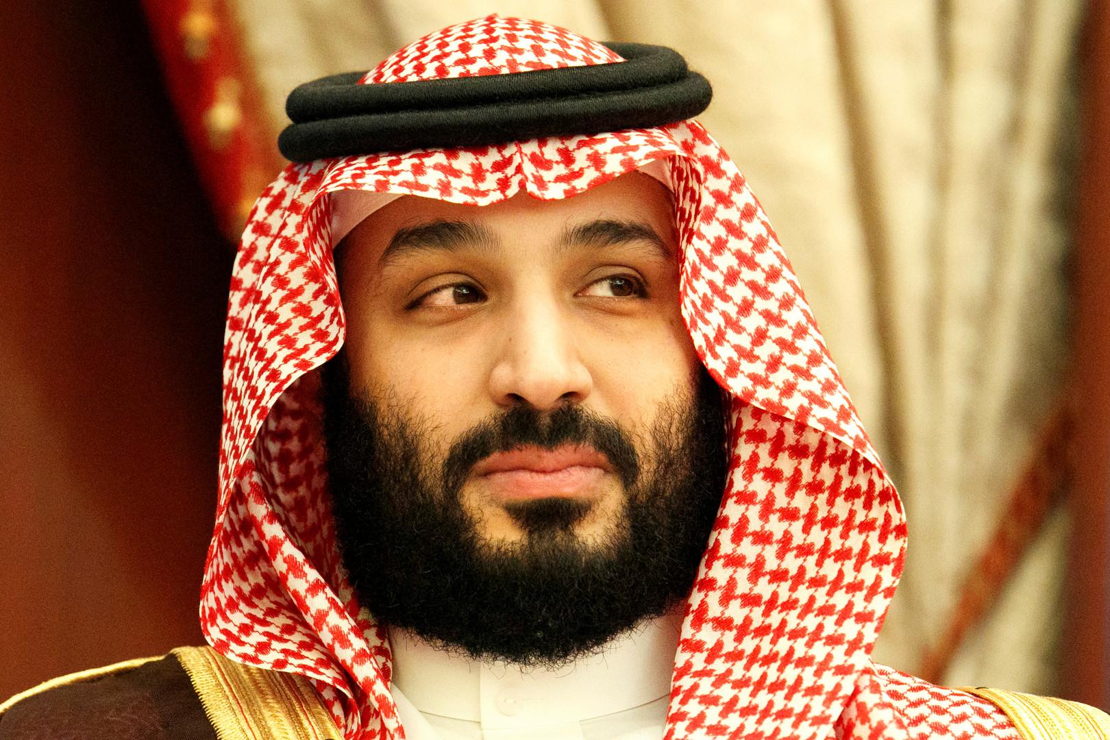 ولي العهد السعودي في موقف لافت مع طفل