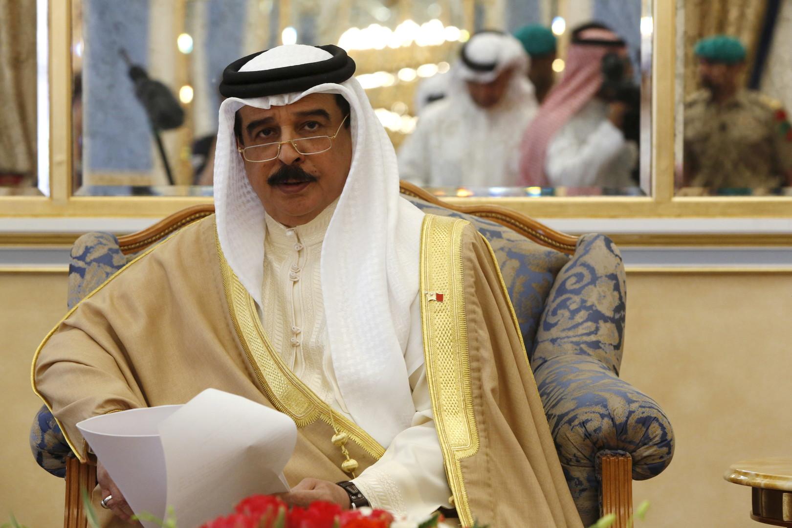 العاهل البحريني يستقبل الوفد الأمريكي المشارك في