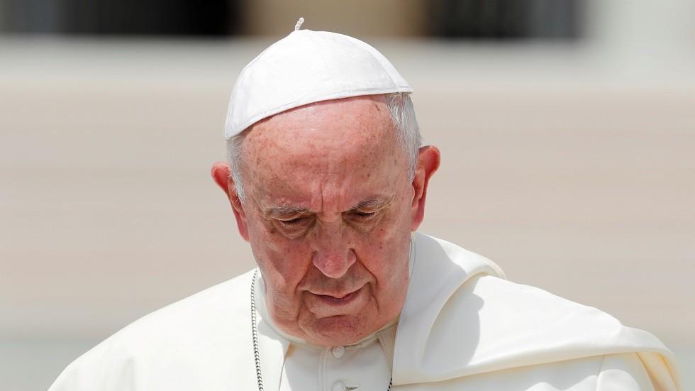 بابا الفاتيكان حزين على غرق مهاجر سلفادوري وطفلته