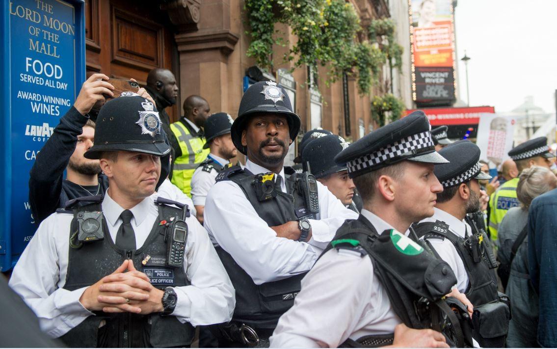 الشرطة البريطانية تلبي رغبة عجوز في الـ93 بدخول السجن!