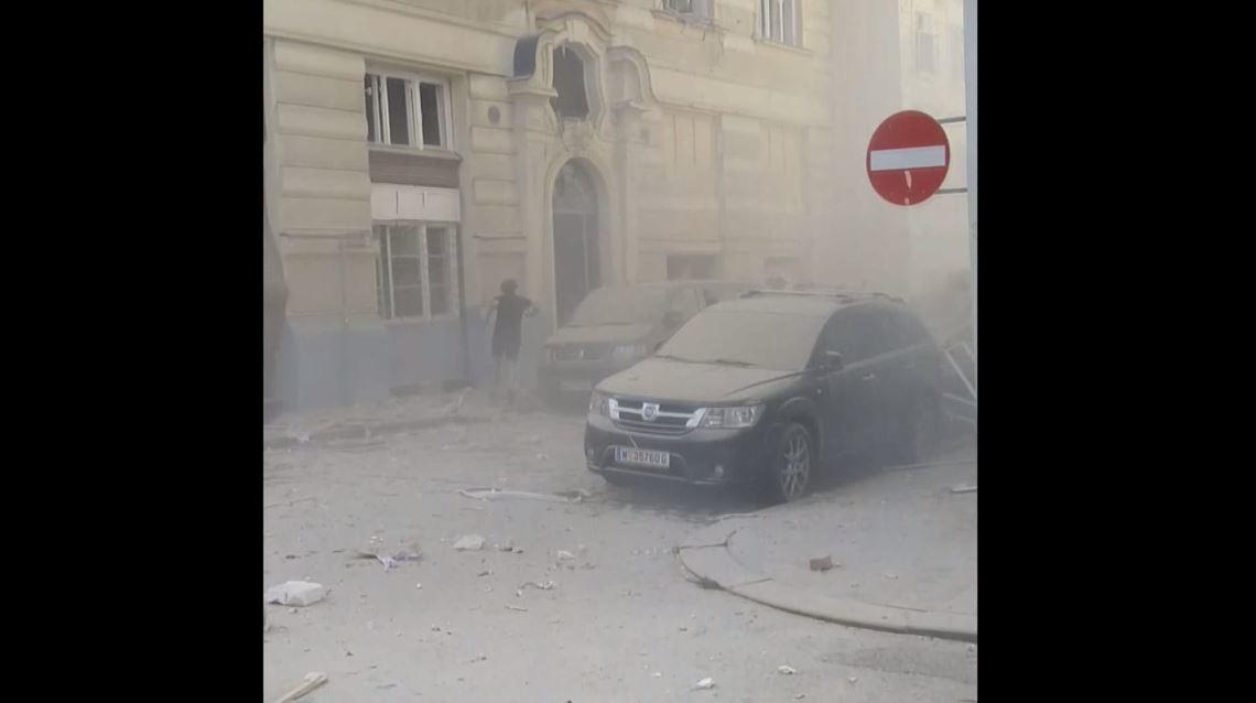 اللحظات الأولى بعد انفجار هز وسط فيينا