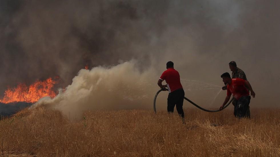 حرائق الحقول في الموصل شمالي العراق