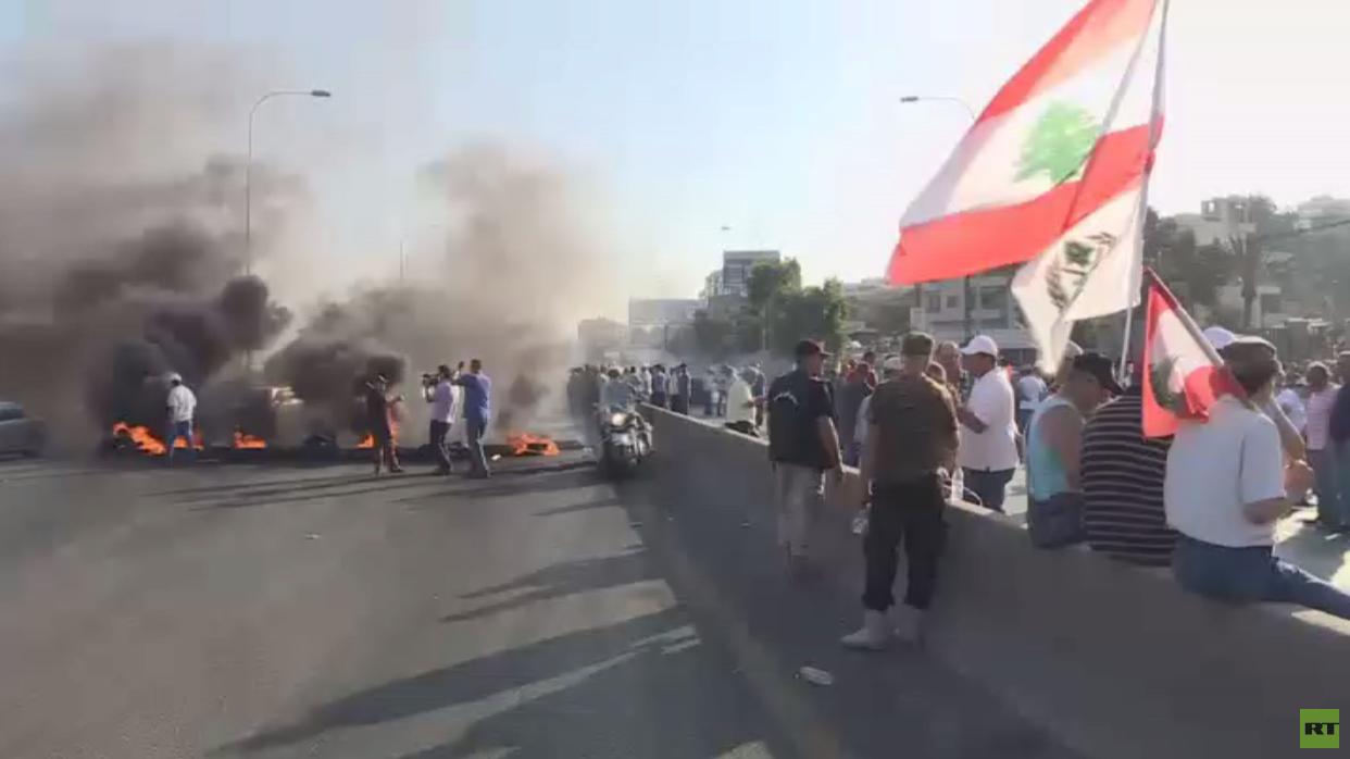 متقاعدو الجيش يغلقون مداخل العاصمة بيروت