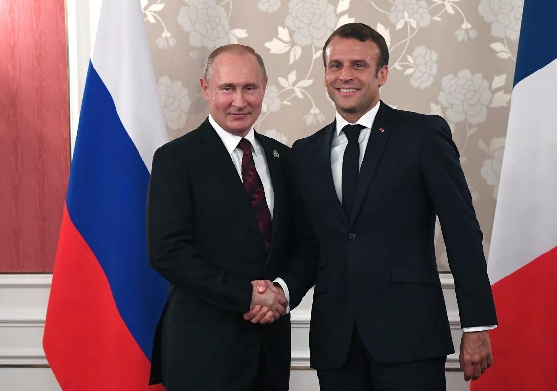 الرئيسان الروسي فلاديمير بوتين والفرنسي إيمانويل ماكرون
