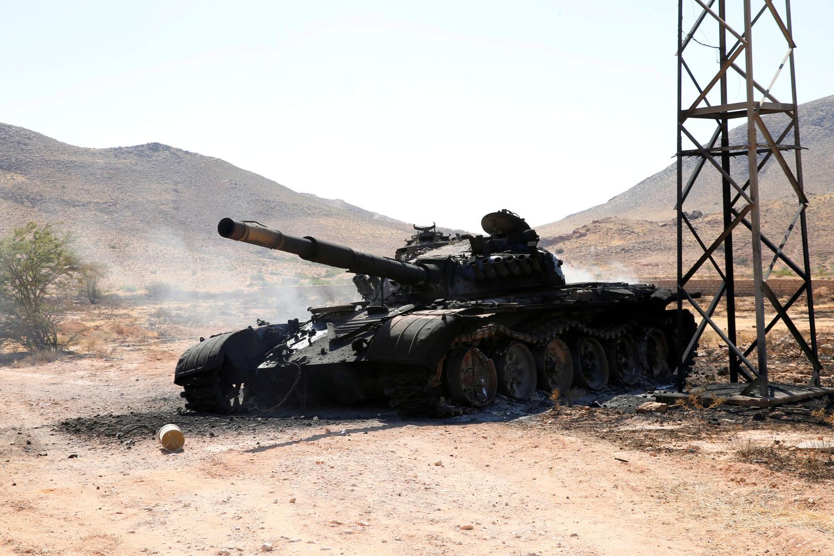 دبابة مدمرة تابعة لقوات