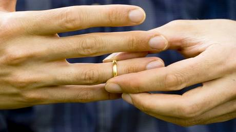 men widows and divorcees are more at risk of deadly health than women!