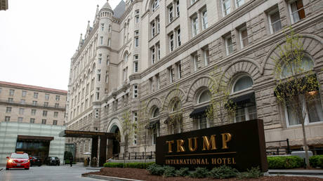 Iraqi politician .. From Saddam's prison to a luxury room at the Trump Hotel!