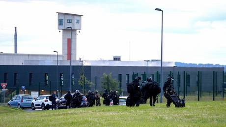 An extremist prisoner holds two hostages in a prison in France