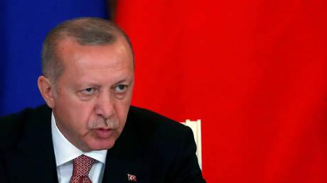 "Erdogan: We will receive the Russian ""S 400"" next month"