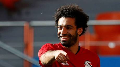 """Video .. Salah signs the way for tennis players during the game """"Pharaohs"""""""