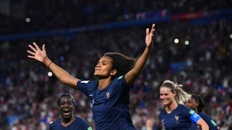 """women's world cup"" .. france to the final price with the full mark"