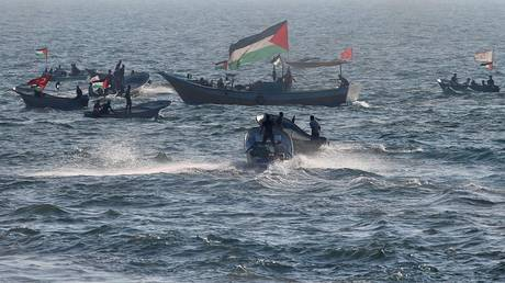 The Israeli army partially opens the Gaza sea to Palestinian fishermen