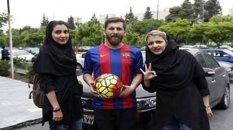 Messi Iranian draws 20 admiringly cunning!