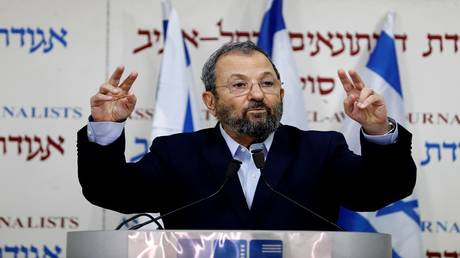 "Ehud Barak returns to political action and threatens to destroy the ""Netanyahu regime"""
