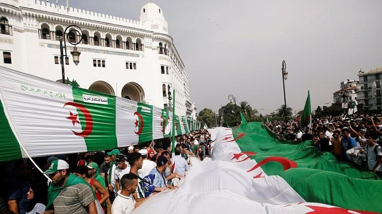 على طريقة البوعزيزي.. وفاة أربعيني جزائري أضرم النار في جسده شرق البلاد