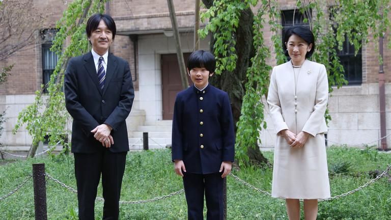 ينقطع النسل الإمبراطوري.. اليابان وابنه