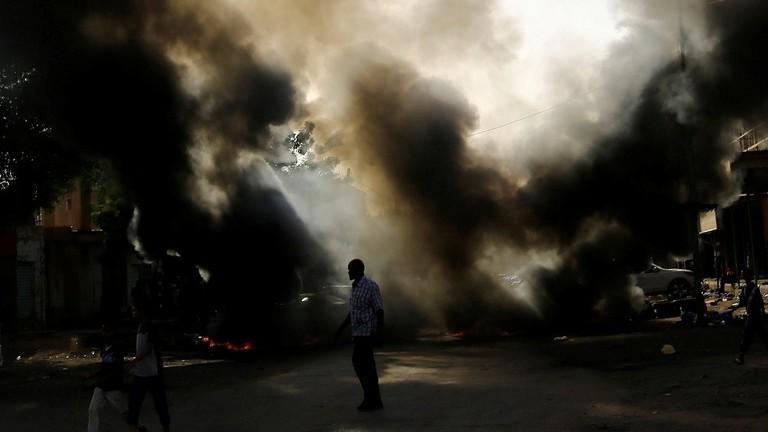 تجمع المهنيين السودانيين يحمل