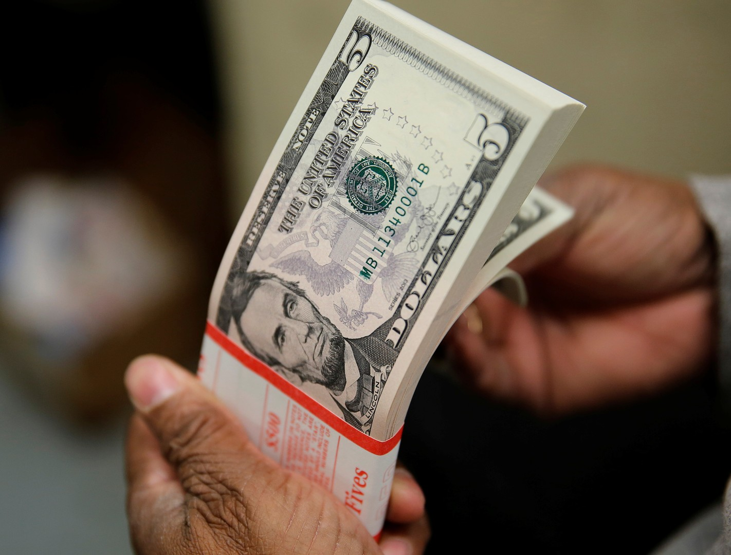 السعودية تسبق دول العالم إلى الديون الأمريكية