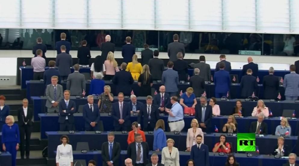 برلمانيون بريطانيون يديرون ظهورهم لنشيد الاتحاد الأوروبي