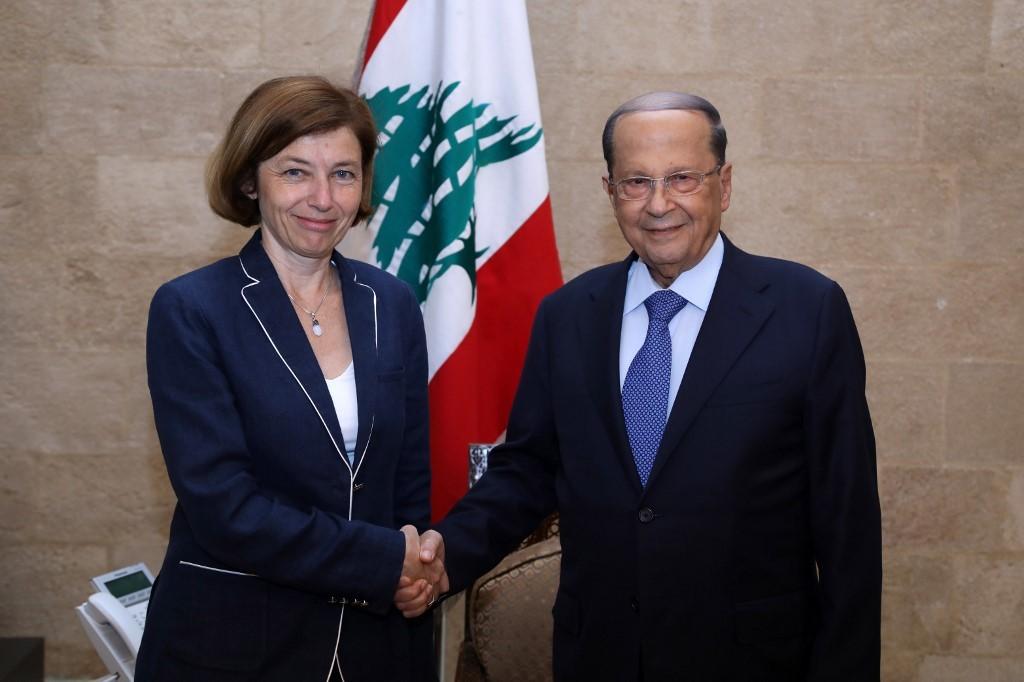 الرئيس اللبناني، ميشال عون، لدى استقباله وزيرة الدفاع الفرنسية، فلورانس بارلي