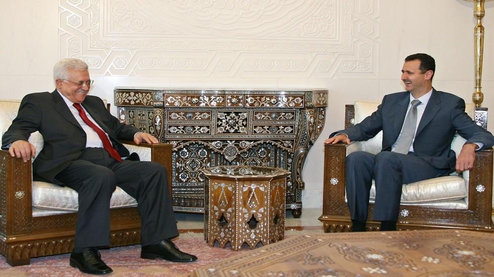 الرئيسان الفلسطيني محمود عباس والسوري بشار الأسد خلال لقاء عقد بينهما في دمشق في يونيو من العام 2008-أرشيفية)