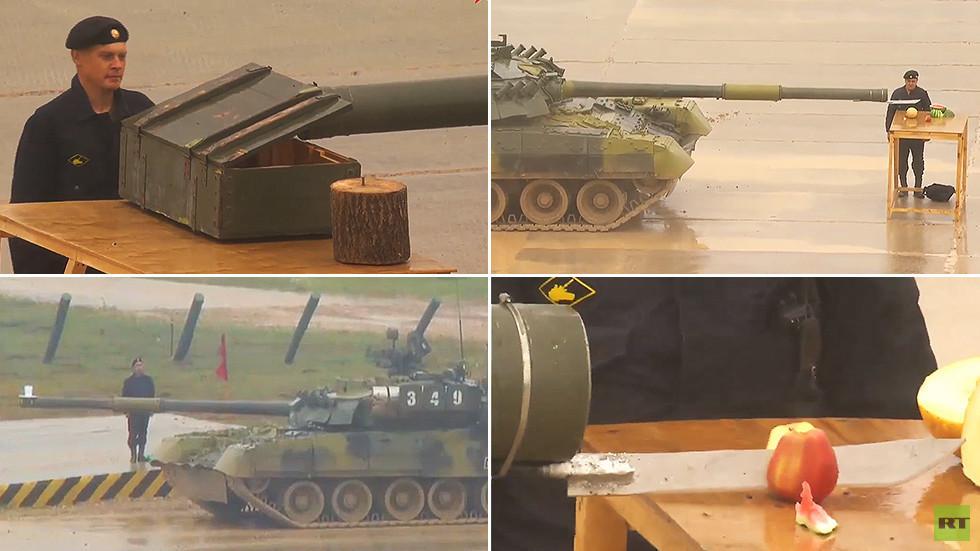 دبابة T-80 الروسية.. ترسم وتقطع الفواكه!