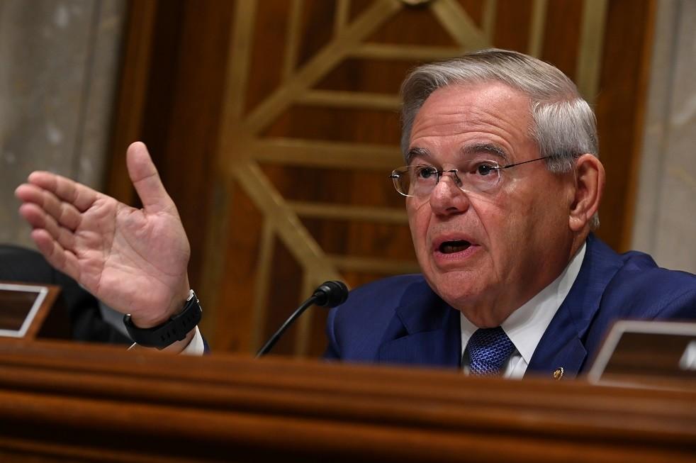 وسائل إعلام: سيناتور ديمقراطي يطالب بتحقيق في تقارير عن وقوع أسلحة أمريكية في أيدي قوات حفتر