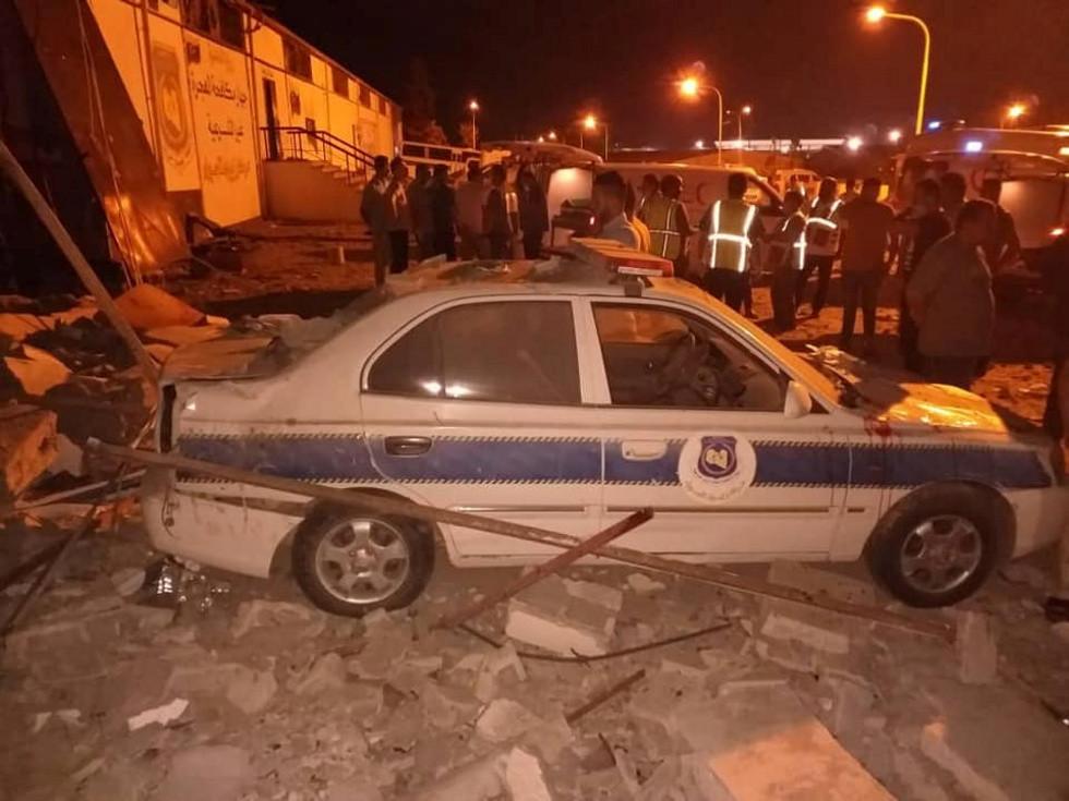 عشرات القتلى بغارة جوية على مركز لإيواء المهاجرين في ضواحي طرابلس
