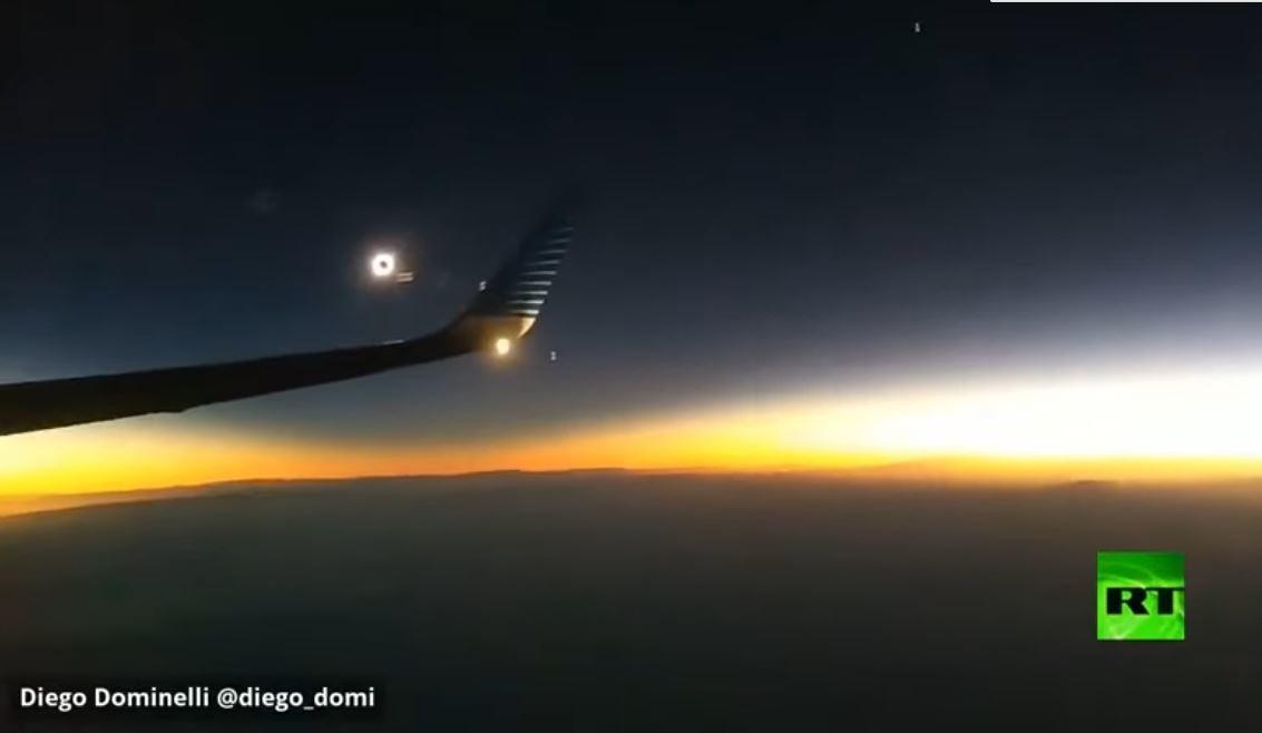 من ارتفاع 9 آلاف متر.. فيديو نادر للكسوف الكلي للشمس!
