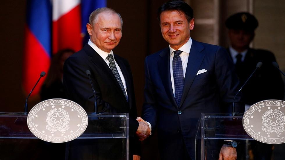 رئيس الوزراء الإيطالي جوزيبي كونتي والرئيس الروسي فلاديمير بوتين في مؤتمر صحفي عقب محادثاتهما في روما في 4 يوليو 2019