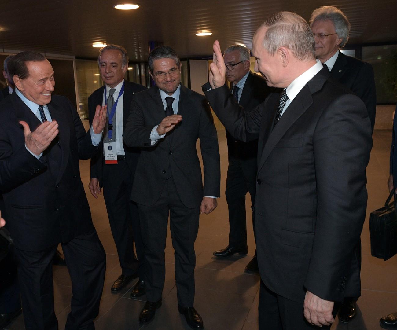 بوتين وبرلسكوني صداقة فوق البروتوكول