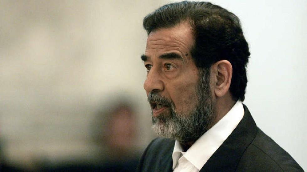 صدام حسين خلال محاكمته