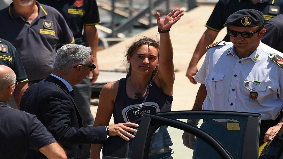 حادث لامبيدوسا.. قبطانة سفينة إنقاذ المهاجرين تقاضي وزير داخلية إيطاليا