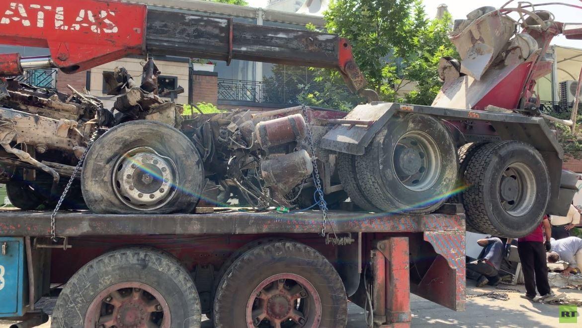 شاحنة خلط اسمنت تصطدم بمبنى سفارة روسيا في طهران