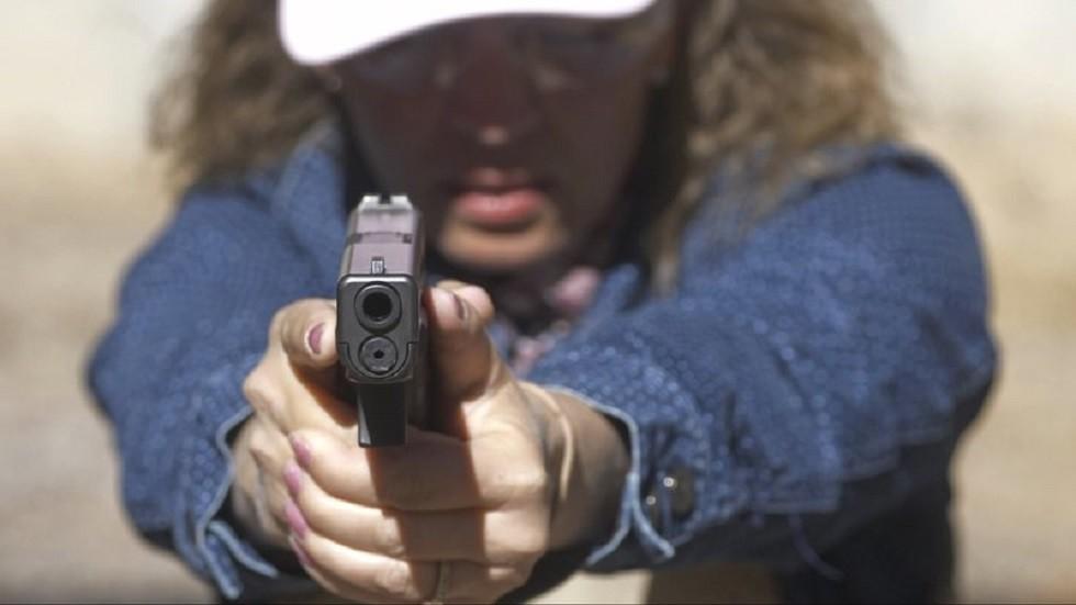 معلمون أمريكيون يتدربون على التعامل مع مطلقي النار في المدارس (صور + فيديو)