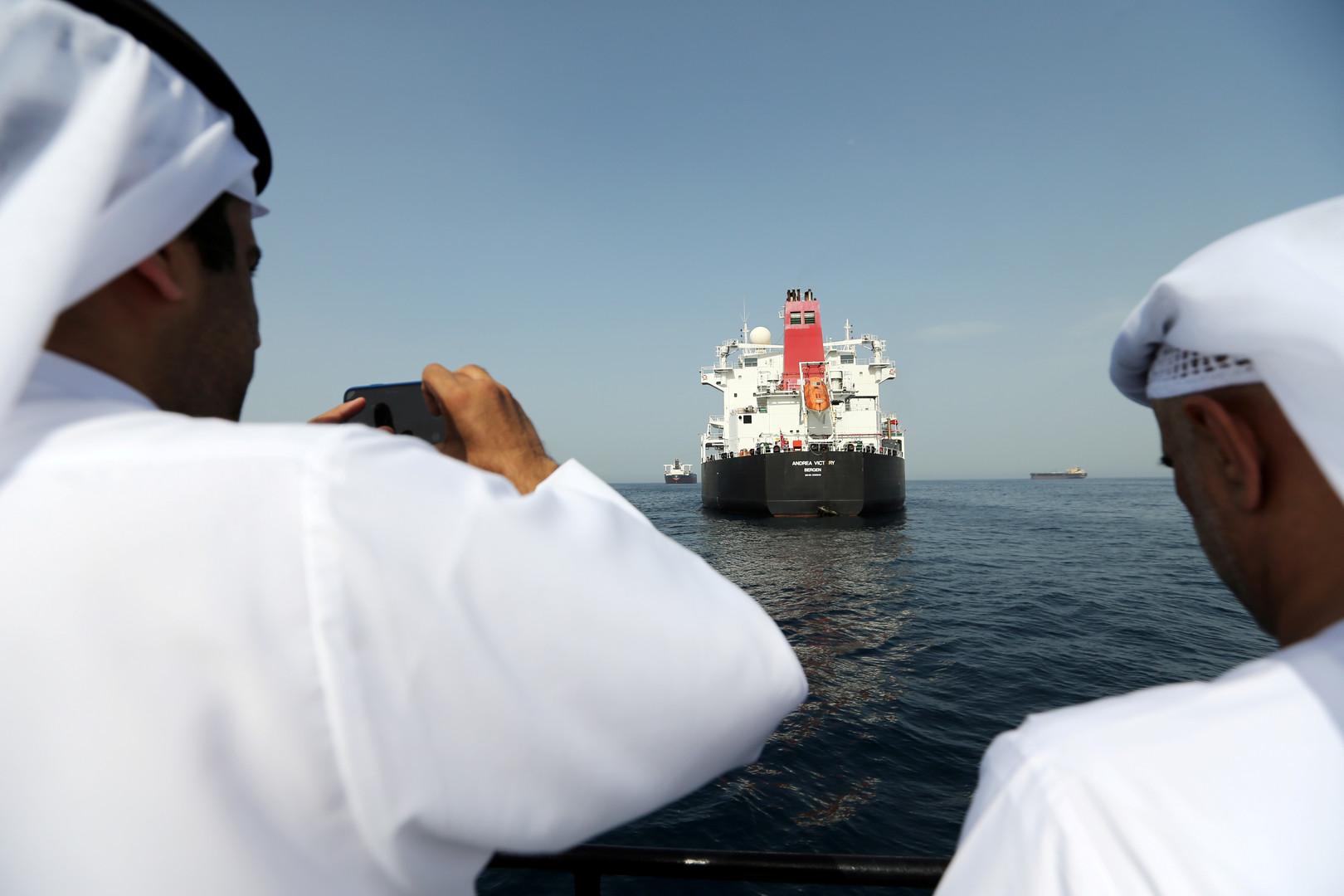 في أول رحلة بعد استهدافها قبالة الفجيرة.. ناقلة تحمل الوقود إلى إيران