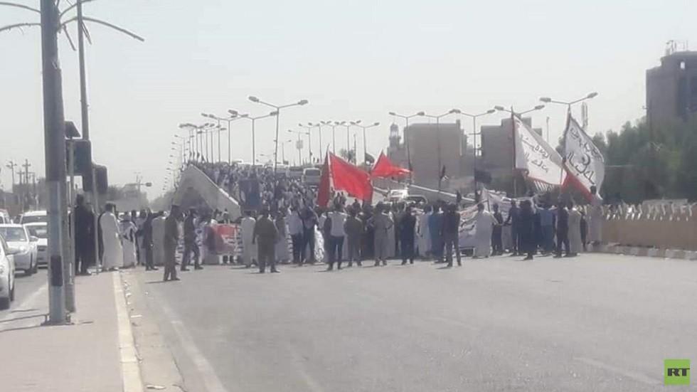 تظاهرات في النجف أمام مبنى المحافظة